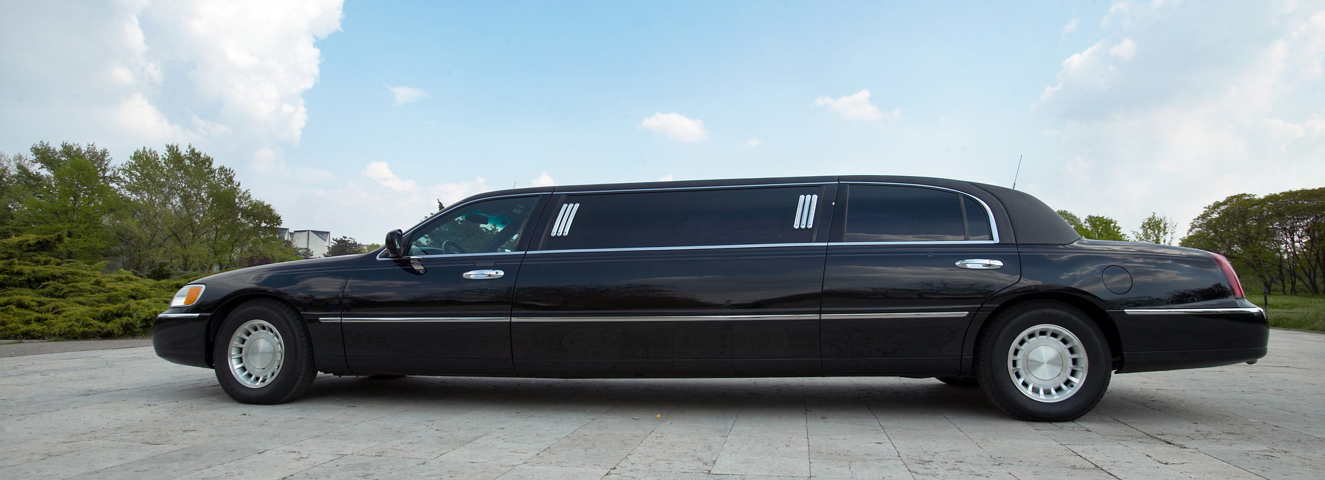 Effective Money Saving Tips to Follow When Renting a Limo For Your Prom